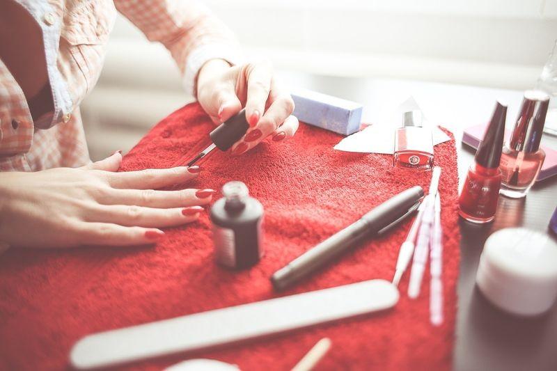 Perfekcyjne malowanie paznokci